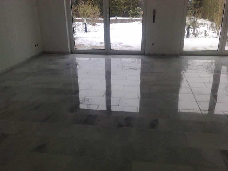 eine poliermaschine abgestumpfte marmoroberflche polierter marmor polierter marmor nach der sanierung - Marmorboden Wohnzimmer